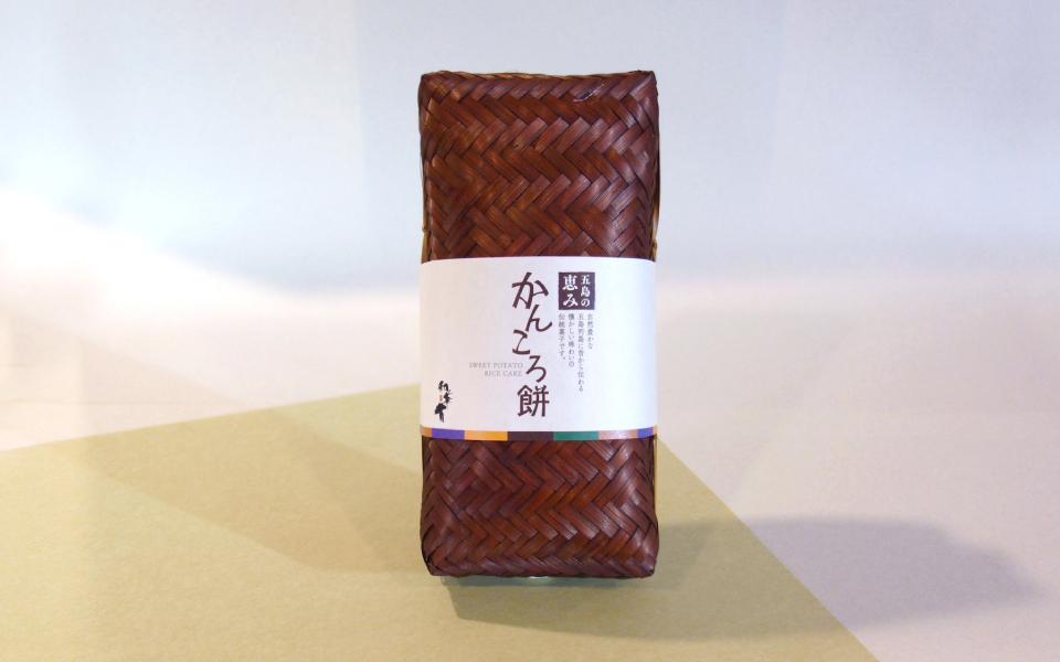 制作したのは福岡のデザイン事務所ベース・クリエイティブ。和華蘭のギフト商品用パッケージ。 長崎県五島列島の郷土料理でもある[かんころ餅]のイメージを活かしたデザイン。