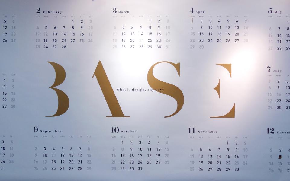 スタードリームのアンティークゴールドという紙を使用した福岡にあるデザイン事務所のシンプルにデザインされたカレンダー